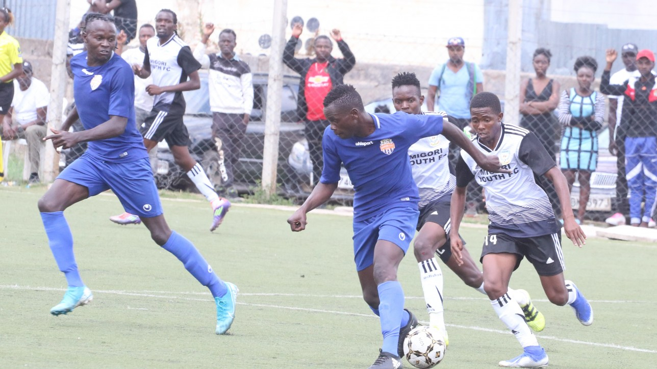 Elvis Ojiambo taking on a Migori Youth player in the NSL on 2 Nov 2019