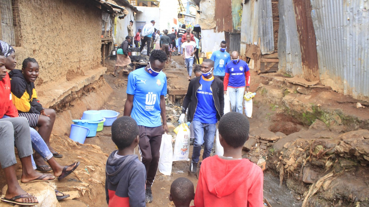 City Stars DM Charles Otieno Oduro doing distribution work in Kibera on Thur 16 Jul 2020 during the #JengaJirani drive