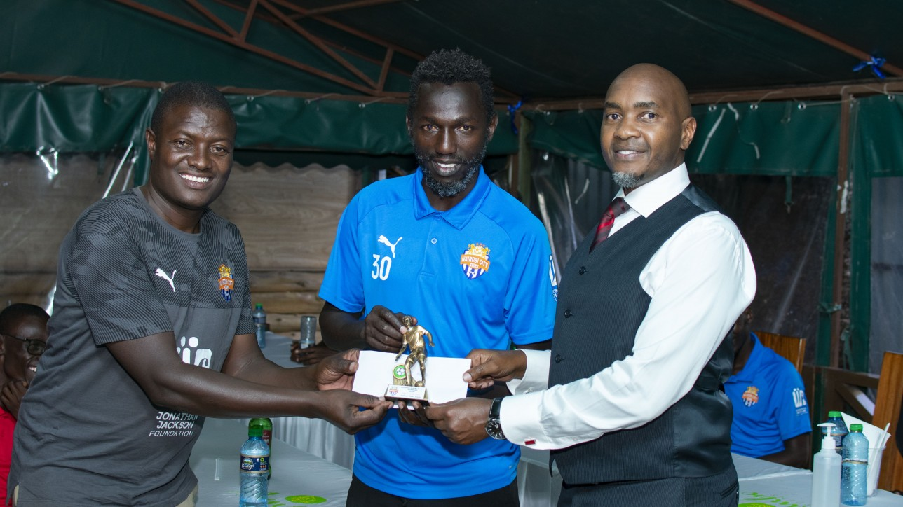 Anthony Muki Kimani is awarded by team coordinator Samson Otieno and CEO Patrick Korir on Mon 21 Dec 2020. He was named City Stars MVP for the ended 2019/20 that saw the team promoted back to the premier league