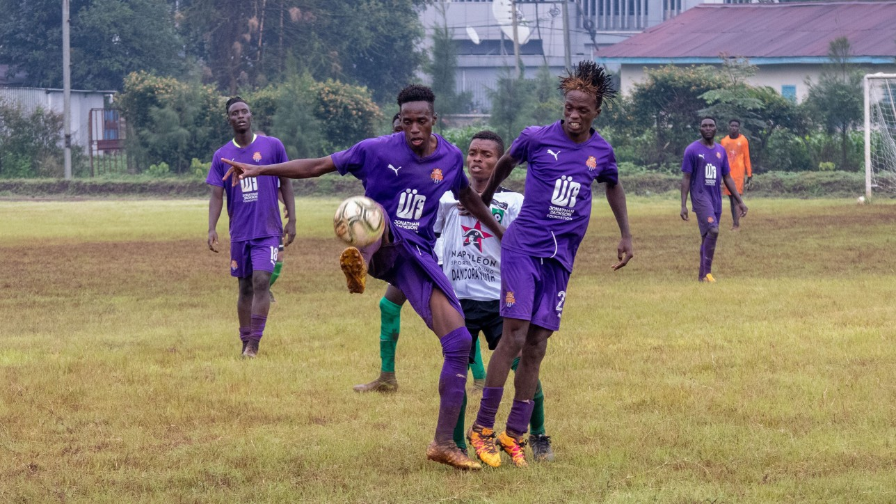 Ronney Kola and Herit Mungai sandwich as Dandora Youth player at the Public Service Club, Upperhill in a friendly on Tue 11 May 2021. Simba wa Nairobi won the game 4-1