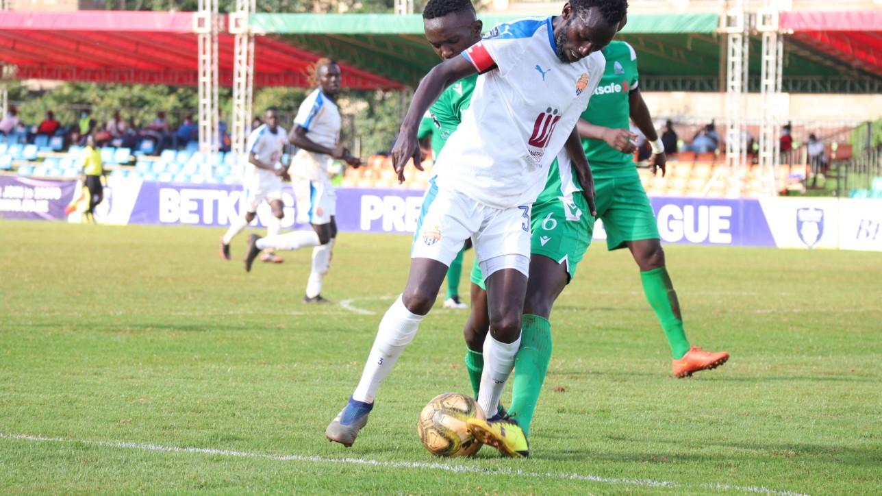 Simba wa Nairobi skipper Anthony Muki Kimani shielding the ball off Gor Mahia's debutant Frank Odhiambo in a round 17 clash at the Utalii grounds on Sun 16 May 2021. Gor won 1-0